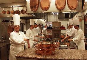 kitchen-in-restaurant